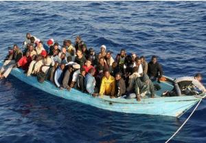 انتشال 76 جثة من موقع غرق مركب للمهاجرين قبالة ليبيا