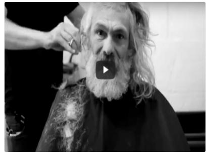 بالفيديو .. حلاق يقوم بتحويل مشرد إلى رجل أعمال