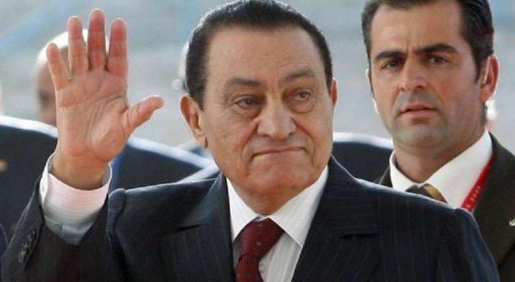 في ذكرى رحيله  ..  أول صورة لقبر حسني مبارك