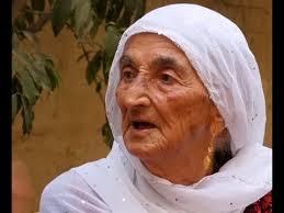 """بالفيديو: تعرف على الحجة """"عزيزة"""" التي صُنفت على أنها من أفضل 22 إمرأة فلسطينية"""