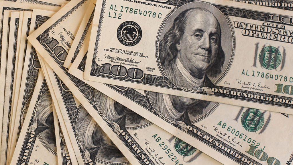 الدولار يسجل أسوأ هبوطاته خلال 2019