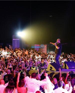 """غضب عارم بعد حفل عمرو دياب  ..  و مواطنون: إلى متى ستستمر """"مزاجية"""" الحكومة في تطبيق القوانين  ..  فيديو"""