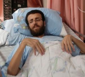عائلة الاسير القيق : محمد يقترب من الموت
