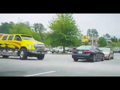 بالفيديو  ..  رجلان حاولا معاقبه فتاه تقود سيارة bmw فصعقتهم !!