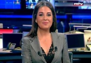 بالفيديو .. مذيعة لبنانية تغرق في نوبة ضحك أثناء تقديم نشرة الأخبار