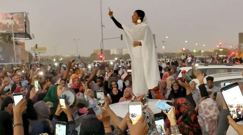 حقيقية زواج أيقونة الثورة السودانية من ضابط في الجيش ..  فيديو
