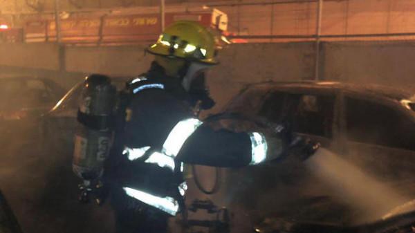احتراق سيارات عسكرية إسرائيلية بالقدس بهجوم فلسطيني