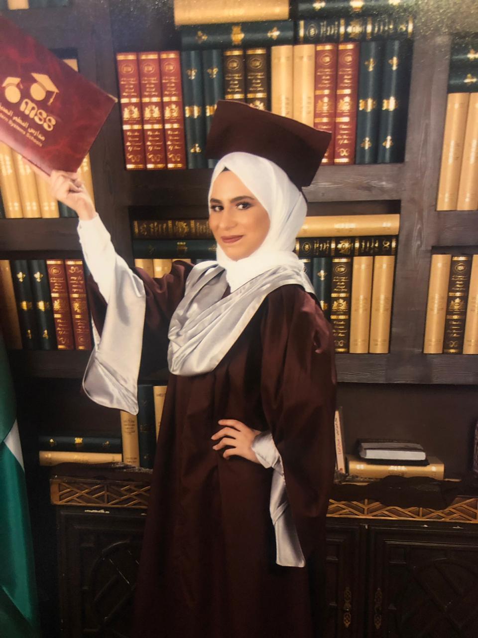 اسماء ثامر النعيمي مبارك التخرج