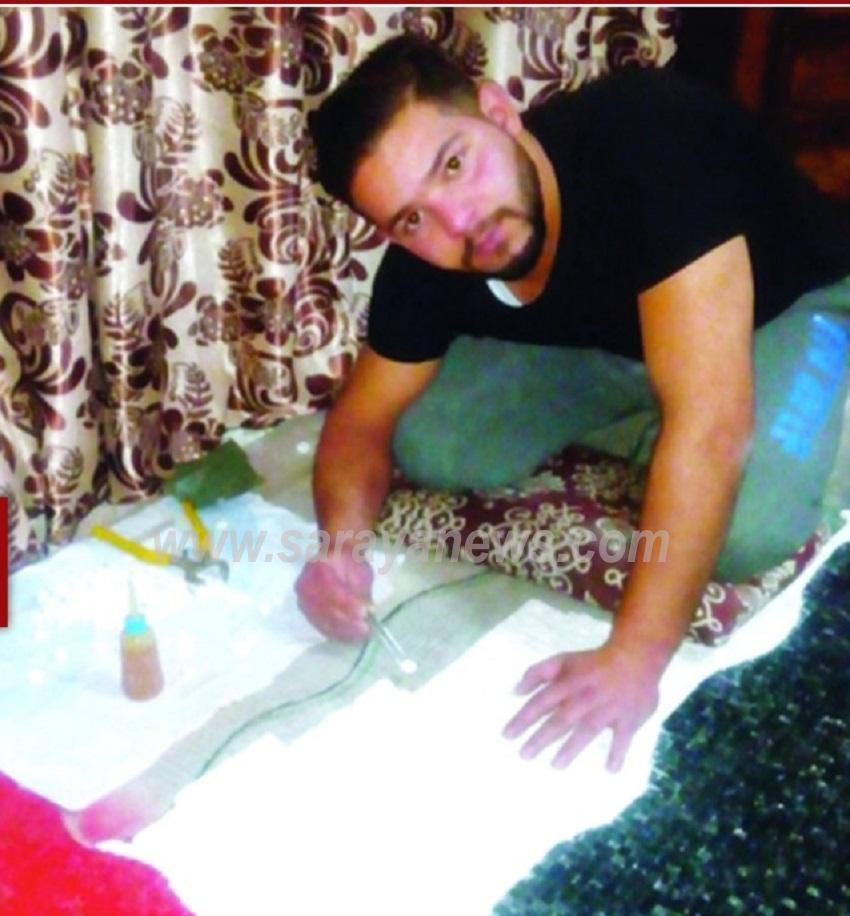 """بالصور  ..  شاب اردني يصنع العلم الاردني من """"الليف"""" مكون من (2512) قطعة  ..  """"تفاصيل"""""""