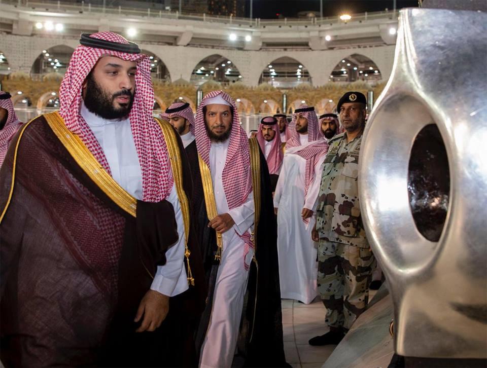 """بالفيديو والصور  .. هاشتاغ """"محمد بن سلمان في الحرم المكي"""" يثير مواقع التواصل الاجتماعي"""