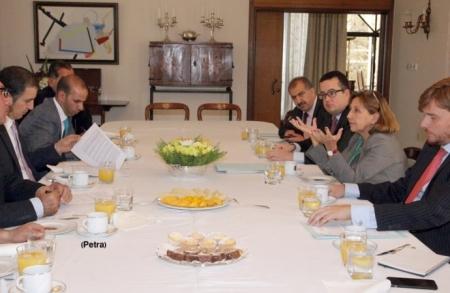 السفيرة الاسبانية في عمان: اجراءات لإقالة رئيس كتالونيا وأعضاء حكومتها كافة