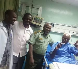 بالصور .. سوداني يغرز مسماراً في رأسه بسبب الصداع المستمر