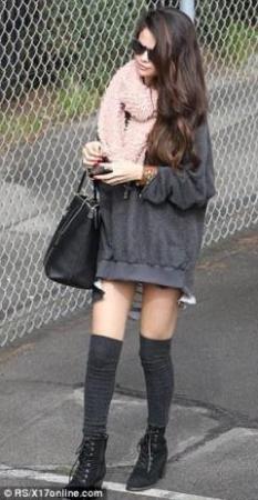 سيلينا غوميز تستعرض ساقيها في لوس أنجلوس .. صور