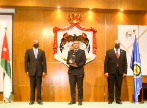 """في انجاز جديد يضاف لانجازات """"الجمارك"""" حصول ثلاث موظفين على جائزة الموظف المثالي   في الخدمة المدنية"""
