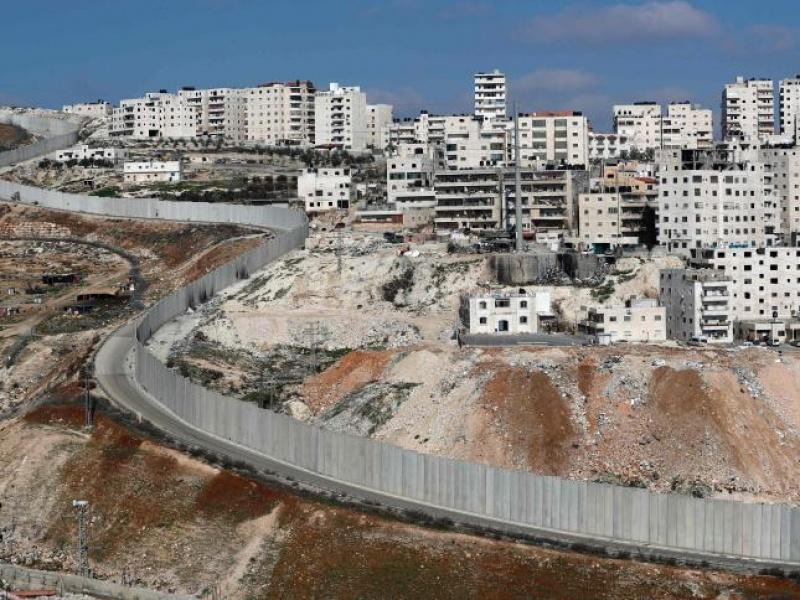 الاحتلال يصادق على توسيع طريق يصل بين مدينتي القدس والخليل