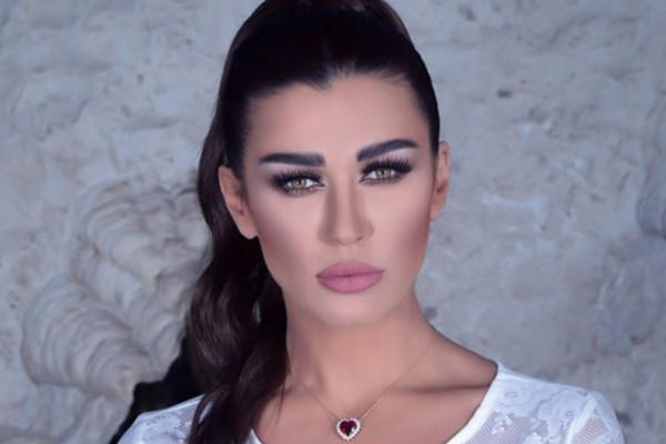 أجواء رومانسية حارة تجمع نادين الراسي بخطيبها الجديد في أول ظهور  .. فيديو