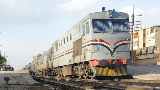 قطار يدهس أما وطفلتيها في مصر