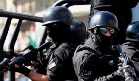 تبادل لإطلاق النار بين الأمن و مطلوبين بقضايا سرقة مركبات في عمان  ..  تفاصيل