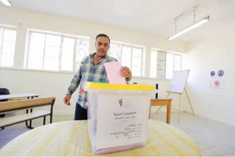 ناخبون حائرون بين التصويت لتحقيق التغيير والعزوف عن يوم الانتخابات