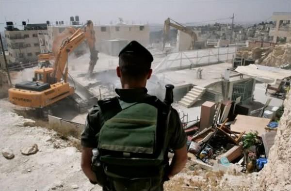 الاحتلال يهدم مسلخا وبركسين في برطعة جنوب جنين