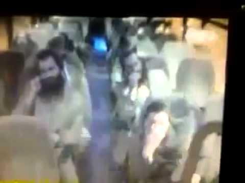 بالفيديو: محاولة طعن مستوطنين داخل حافلة اسرائيلية