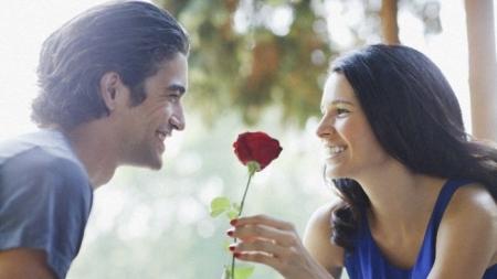 أحببت شخص اكبر مني و متزوج.. ما لعمل؟