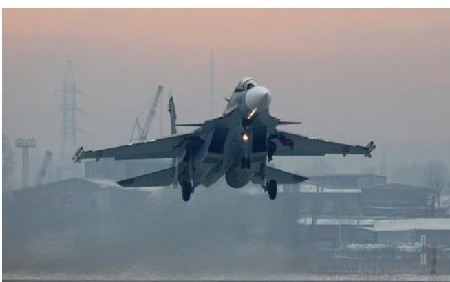 قاذفات روسية تقصف مواقع داعش قرب تدمر