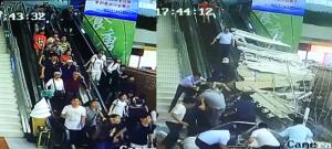 بالفيديو  ..   دفنوا تحت الانقاض : انهيار سقف مركز سياحي على بشكلٍ مفاجئ!