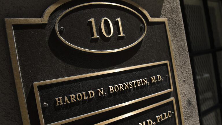 """وفاة طبيب ترامب الذي وصفه بـ""""الرئيس الأكثر صحة"""""""