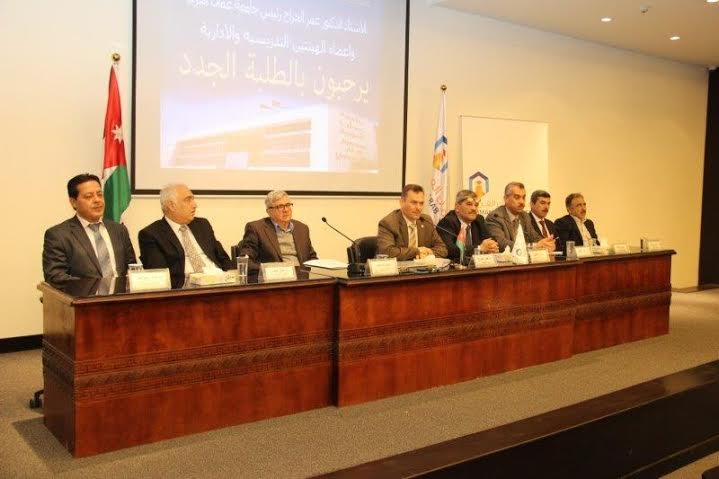 رئيس جامعة عمان العربية  يلتقي طلبة الدراسات العليا