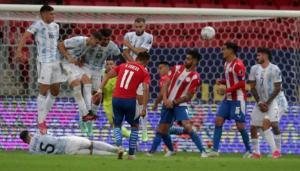 """ميسي """"القياسي"""" ..  الأرجنتين تهزم باراجواي وتصعد لثمن نهائي كوبا أمريكا"""
