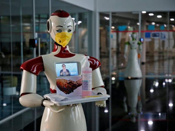في الهند ..  الروبوت (ميترا) يساعد مرضى (كورونا) على التواصل مع ذويهم