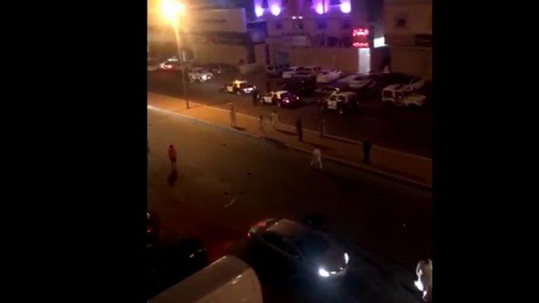 بالفيديو ..  قتيل ومصابون بمشاجرة دامية في جدة