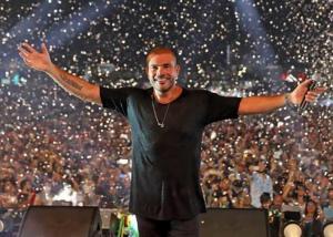 عمرو دياب يحيي حفلا بالعقبة وأسعار التذاكر تصل إلى 300 دينار