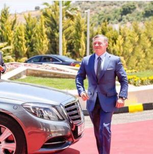"""جلالة الملك عبدالله الثاني يكتب : حين قرر والدي تسليمي ولاية العهد  ..  و هكذا كانت ردة فعل """"عمي"""" الأمير حسن"""