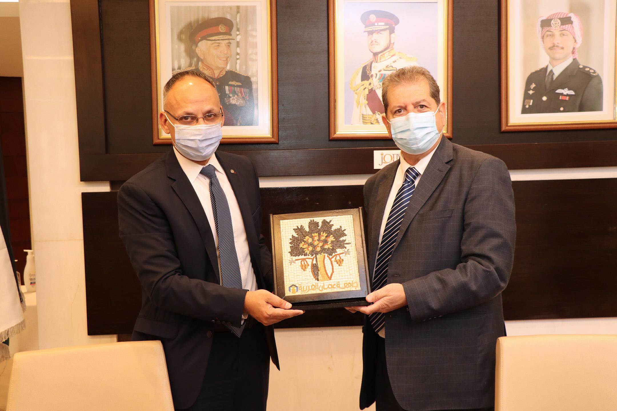"""عمان العربية"""" والمركز الأردني للتصميم والتطوير يوقعان اتفاقية تعاون"""