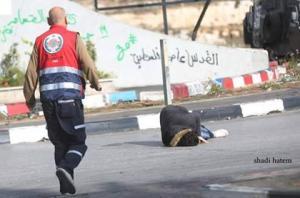 عاجل .. شاهد بالفيديو ..  لحظة اسشتهاد الشاب الفلسطيني على المدخل الشمالي لمدينة البيرة بدعوى الطعن
