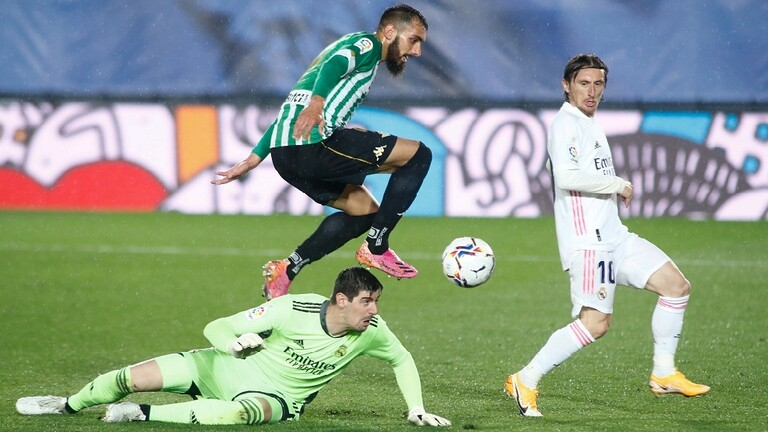 """ريال مدريد يهدر نقطتين ثمينتين في الأمتار الأخيرة من الصراع على لقب """"الليغا"""""""
