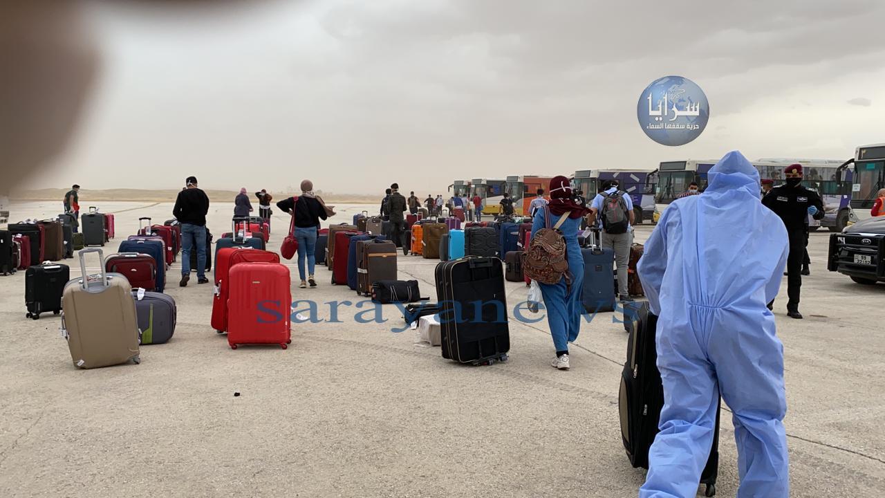 شاهدوا الصور الأولى للحظة وصول الطلبة الأردنيين القادمين من القاهرة