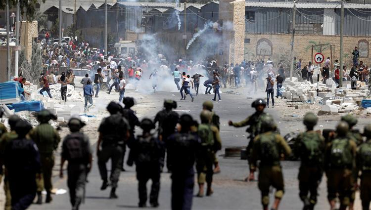 إصابة فلسطينيين في مواجهات مع الاحتلال شرقي كفر مالك برام الله