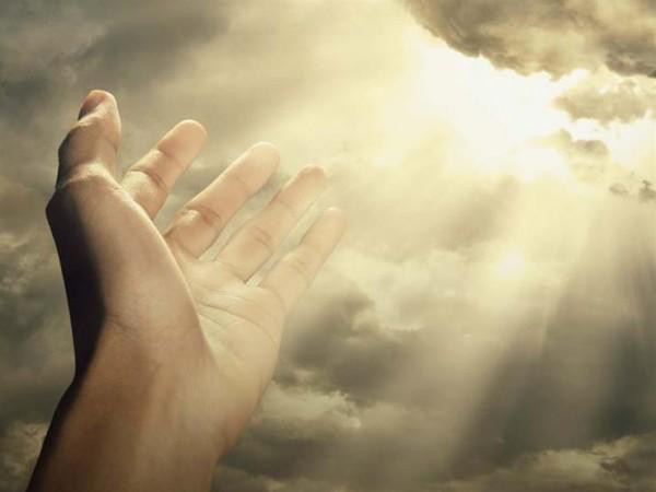 بالفيديو  ..  شيئان عظيمان أمرنا الله تعالى بالاستعانة بهما فما هما؟
