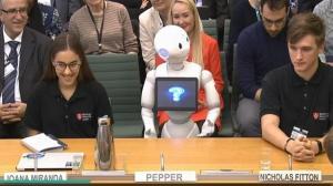 بالفيديو ..  لأول مرة ..  روبوت يقدم شهادته أمام البرلمان البريطاني