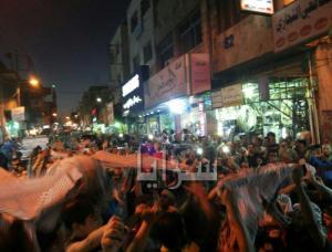"""بالصور والفيديو : مسيرة """"نصر"""" في الزرقاء إحتفالاً بإنتصار المقاومة"""