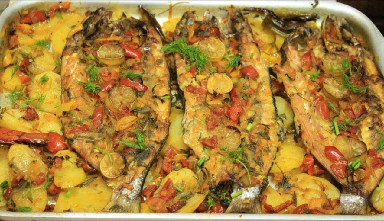 صينية سمك بالبطاطس بالفرن