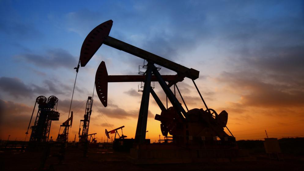 النفط يواصل الصعود لكن مخاوف الفيروس تكبح المكاسب