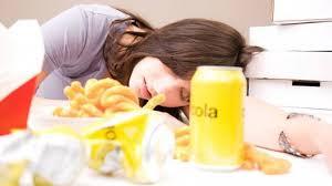 'غيبوبة الطعام' ..  لماذا نشعر بالنعاس بعد تناول وجبة الغداء!