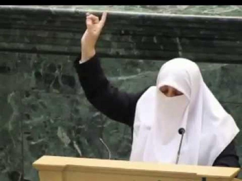 العتوم: أمنية والدتي الوحيدة لبس حزام ناسف وتفجيره بالصهاينة