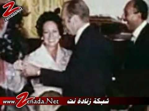 بالفيديو: مشهد نادر للسادات وهو يرقص مع المطربة بيلي بيرل وتقبله