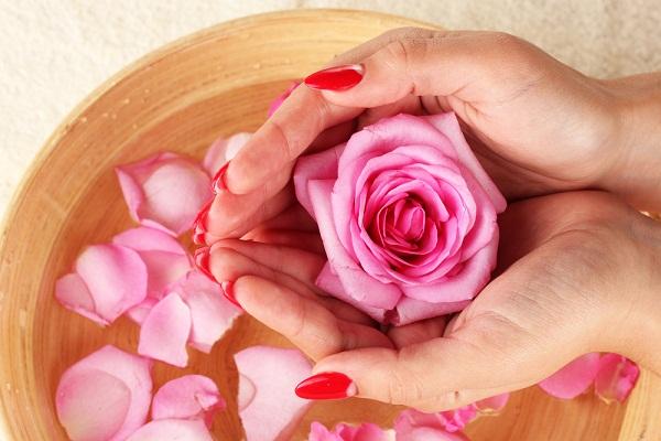 الورد للحفاظ وجمال بشرتك، شعرك