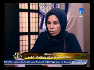 بالفيديو.. أم ترمي بناتها الخمس في ميدان الجيزة بسبب الفقر